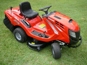 "XCT102 16hp Ride-On Lawn Mower with 40"" Cut"